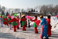 Baile Yangge en China del norte durante Año Nuevo fotos de archivo
