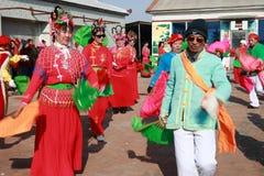 Baile Yangge en China del norte durante Año Nuevo imagenes de archivo