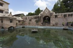 Bain de Plataran Tamansari dans Kraton Photographie stock libre de droits