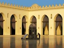 Bain rituel à la mosquée d'Al-Hakim au Caire, Egypte Image libre de droits