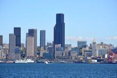 从Bainbridge海岛轮渡采取的西雅图地平线 免版税库存照片