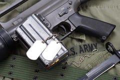 Baionetta con l'uniforme dell'ESERCITO AMERICANO Fotografia Stock Libera da Diritti