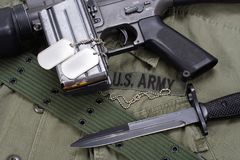 Baionetta con l'uniforme dell'ESERCITO AMERICANO Immagini Stock Libere da Diritti