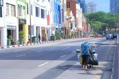 Bairro chinês local Singapura da mulher imagens de stock royalty free