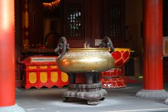 BAIRRO CHINÊS SINGAPURA - 11 de abril de 2016: Queimador de incenso do Budd imagem de stock royalty free