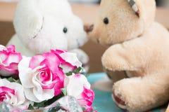 Baiser d'amour, ours de couples dans l'amour Photos stock