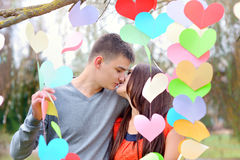 Baiser d'homme et de femme la Saint-Valentin Photo stock