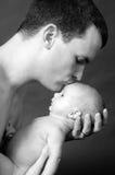Baiser de pères Photos stock