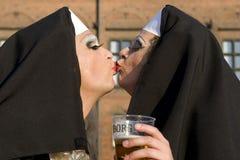 Baiser - fierté homosexuelle Copenhague Photographie stock libre de droits