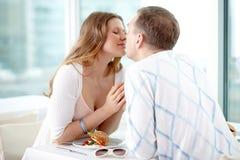 Baiser romantique photos stock