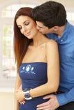 Baisers affectueux de couples Photo stock