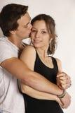 Baisers de jeunes couples photo libre de droits