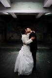 Baisers de mariée et de marié Images stock