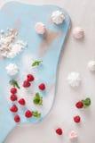 Baisers de meringue de framboise Image libre de droits
