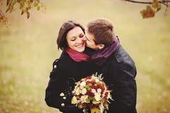 Baisers doux de couples. Amour Photos libres de droits
