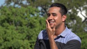 Baisers hispaniques adultes d'homme banque de vidéos