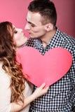 Baisers romantiques de couples Concept d'amour Photos stock
