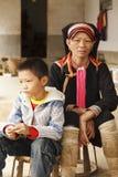 Πορτρέτο μιας γιαγιάς και της λίγος γιος Στοκ εικόνα με δικαίωμα ελεύθερης χρήσης