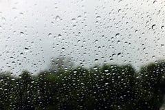 Baisse d'eau douce de nature de fond sur la condensation en verre et de pluie photos stock