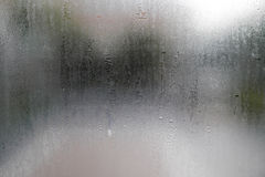 Baisse de l'eau sur des vitraux photo stock