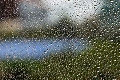 Baisse de l'eau sur la fenêtre photo libre de droits