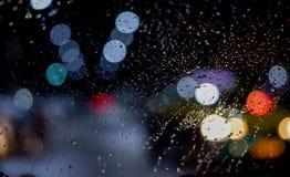 Baisse de l'eau sur le vitrail de voiture image libre de droits