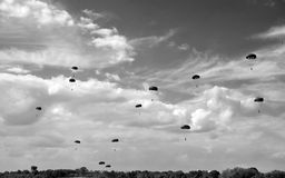 Baisse de parachute images libres de droits