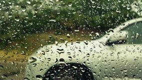 Baisse de pluie sur la fenêtre de voiture Photos libres de droits