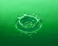 Baisse verte de l'eau Images stock