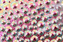 baisses abstraites d'arc-en-ciel de l'eau sur le verre Image stock