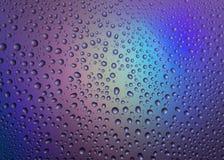 Baisses de l'eau avec la réflexion de l'arc-en-ciel Image stock