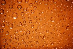 Baisses de l'eau dans l'orange Photos stock