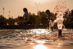 Baisses de l'eau de fontaine Photographie stock libre de droits