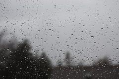 Baisses de l'eau sur la fenêtre photo libre de droits