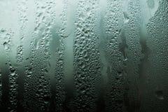 Baisses de l'humidité sur le verre misted images stock