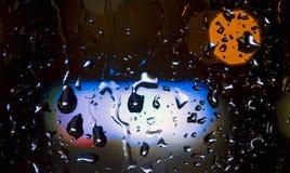 Baisses de pluie et lampes au néon Image libre de droits