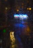 Baisses de pluie et lampes au néon Photos stock