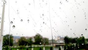 Baisses de pluie sur l'hublot Photo stock