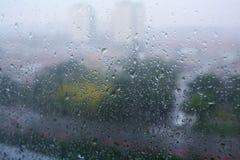 Baisses de pluie sur la fenêtre Photos stock