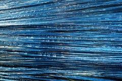 Baisses de pluie sur la pellicule de polyéthylène image libre de droits