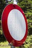Baisses de rosée de dispositif d'entraînement de chariot de panneau routier Photographie stock