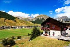 Baita tradizionale in Livigno nelle alpi italiane Immagine Stock Libera da Diritti