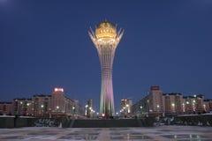 Baiterek in Astana op de winternacht Stock Afbeelding