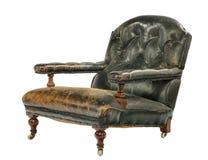 Baixa cadeira de couro verde antiga do braço isolada no branco Imagens de Stock