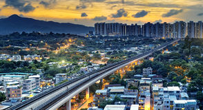 Baixa de Hong Kong e trem urbanos da velocidade do por do sol Imagem de Stock Royalty Free