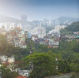 Baixa e favela de Rio de janeiro imagem de stock