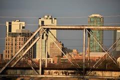 Baixa e uma ponte em Fort Worth Texas foto de stock