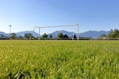 Baixa ideia do campo de ação cênico do futebol Fotografia de Stock
