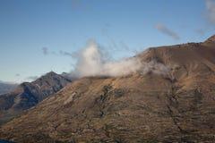 Baixa nuvem sobre a montanha Fotografia de Stock