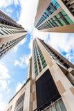 Baixo ângulo entre construções em Banguecoque Tailândia Imagens de Stock